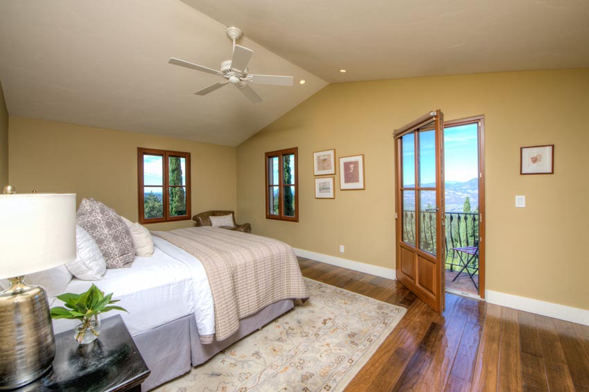 Upstairs guestroom