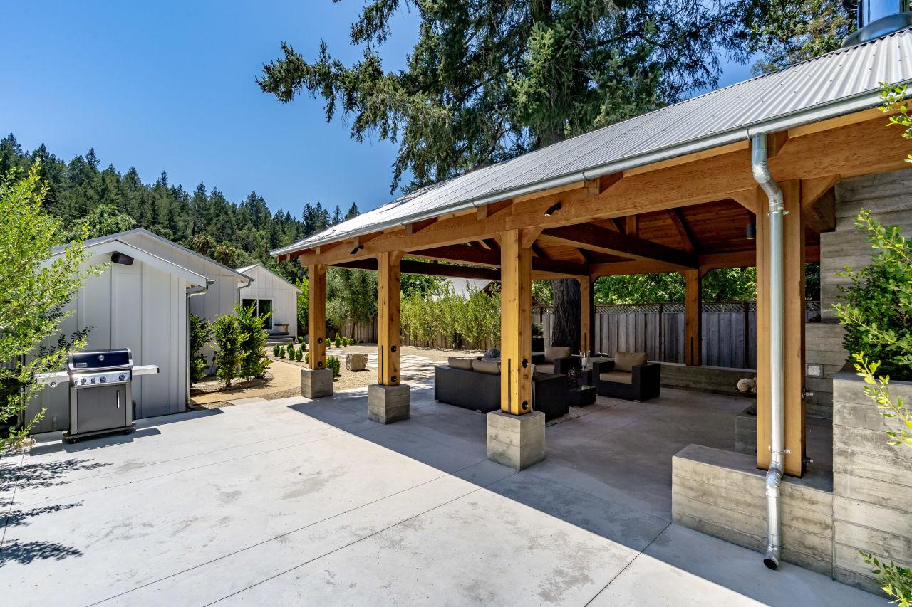 Daytime lounge view